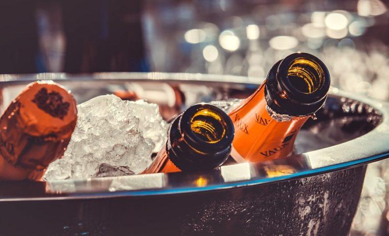 VINUM champagne-bottles-ice